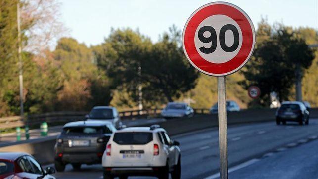 Ya están dispuestas las señales de tráfico con el límite de velocidad a 90kms/hora en las carreteras secundarias de Extremadura