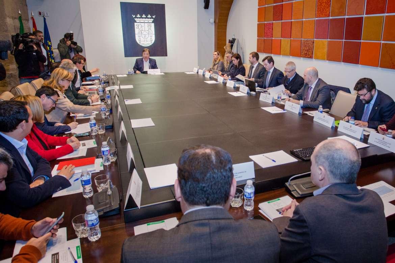 Reacciones a la reunión del Pacto del Ferrocarril de Extremadura con la asistencia de Renfe y Adif
