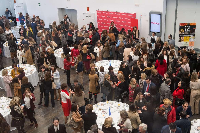 500 mujeres se reúnen en Badajoz convocadas por el programa MUJERES CON S, para visibilizar el talento femenino