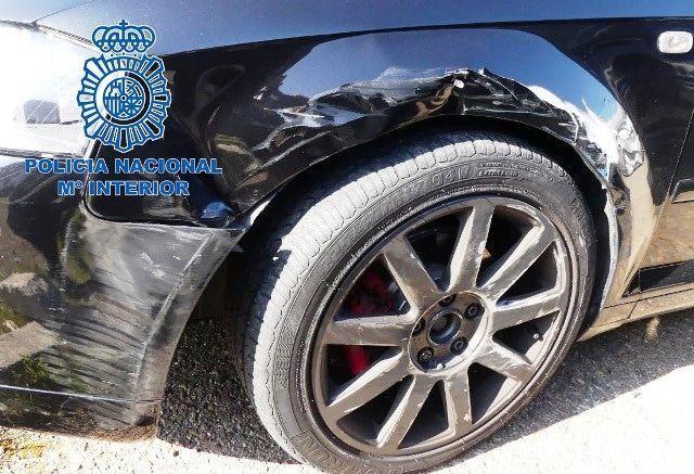 Detenido un joven conductor tras una larga persecución que acabó embestiendo su vehículo contra el de la policía