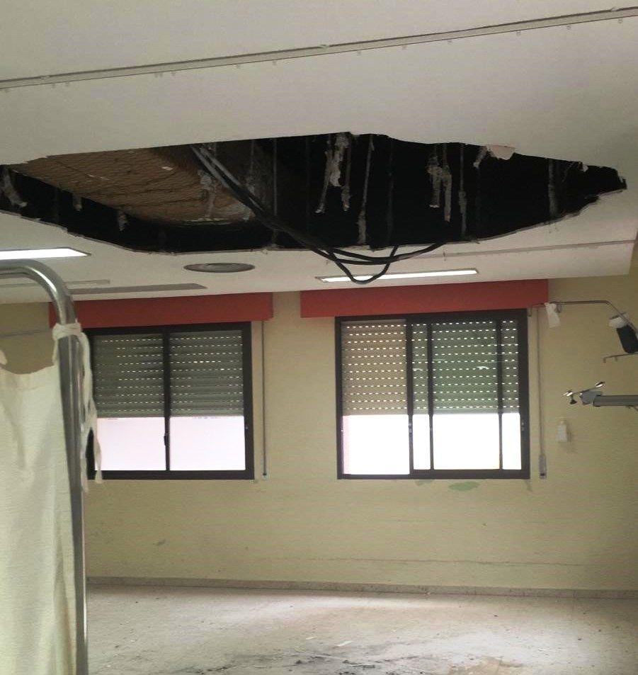 Un herido leve al desprenderse un techo de la sala de Observación del Hospital Universitario de Badajoz