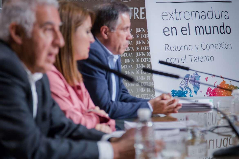 Presentados tres proyectos para conectar extremeños en el exterior con empresas de la región