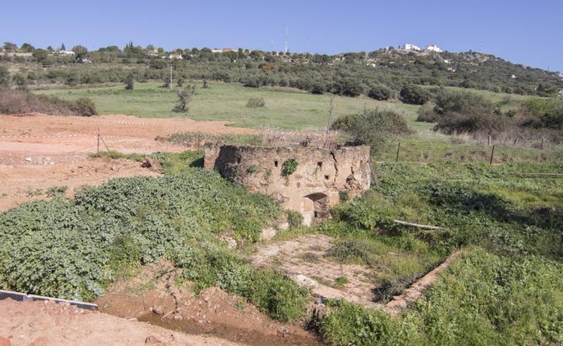 Aparecen dos cavidades que podrían ser restos fósiles de algún animal en las obras de la Ronda Suereste de Cáceres