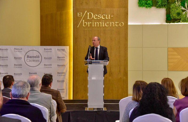 Monago, PP,  insiste en la necesidad de rebajar impuestos para poder fijar población
