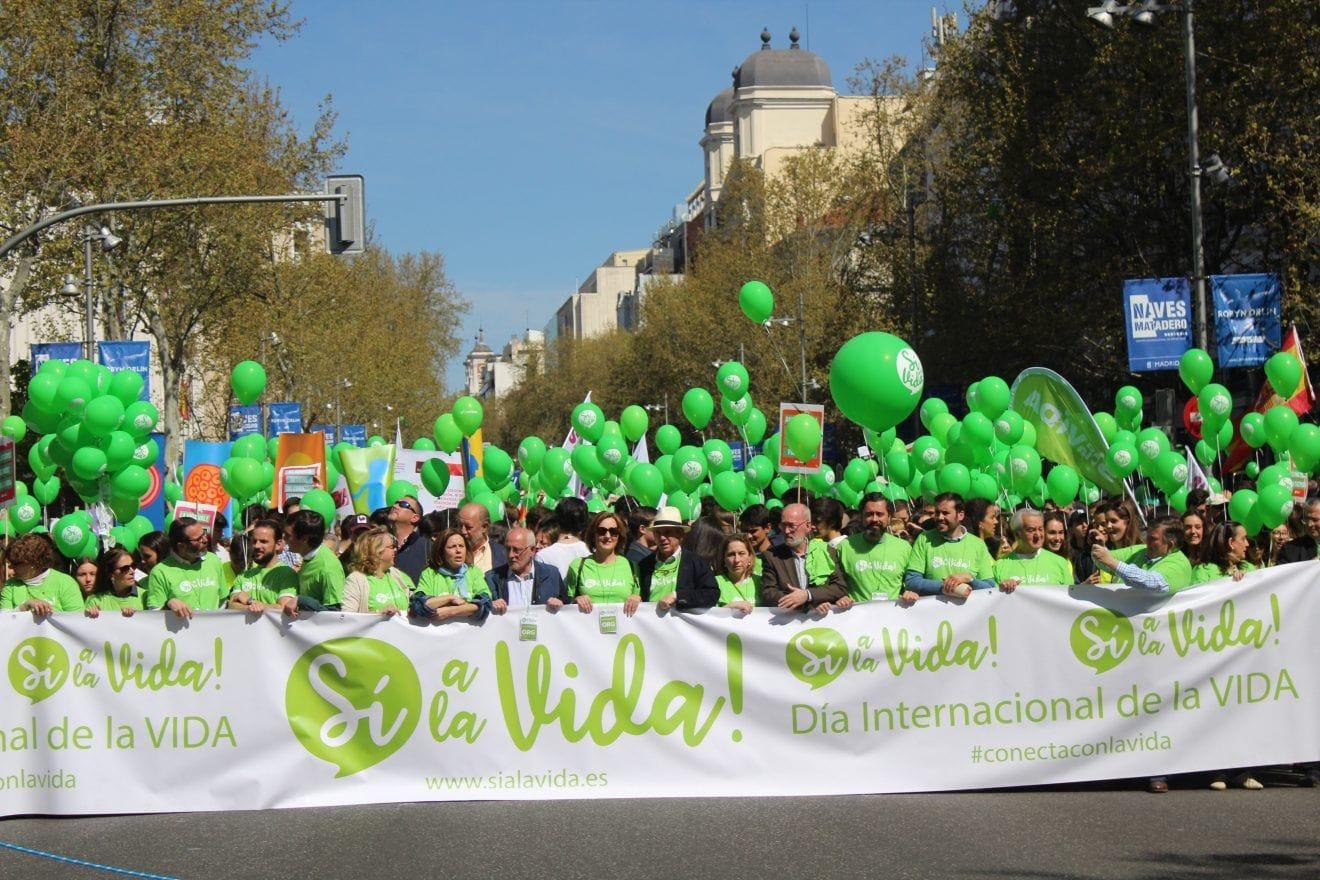 Miles de personas inundan Madrid en defensa de la vida humana desde su inicio a su fin natural