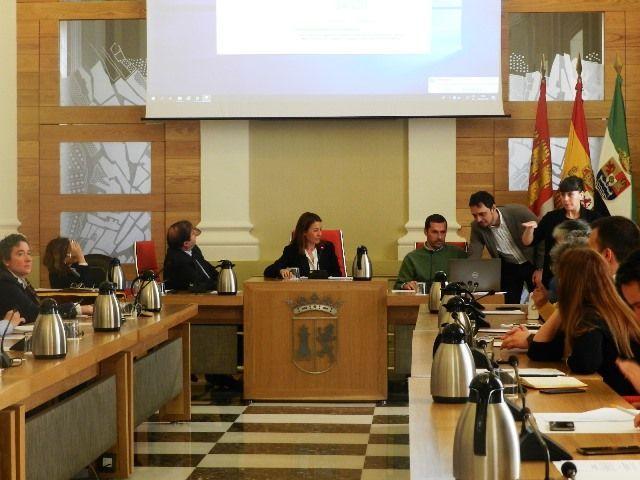 El Ayuntamiento de Cáceres realiza el sorteo de las 102 mesas electorales para los comicios del 28-A
