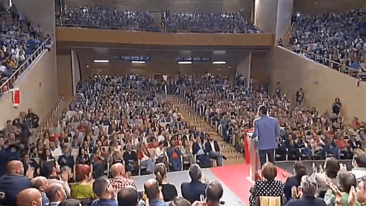 Pedro Sánchez llena el Palacio de Congresos de Cáceres, confiado en la victoria del PSOE, sin perder la atención sobre la derecha y la ultraderecha