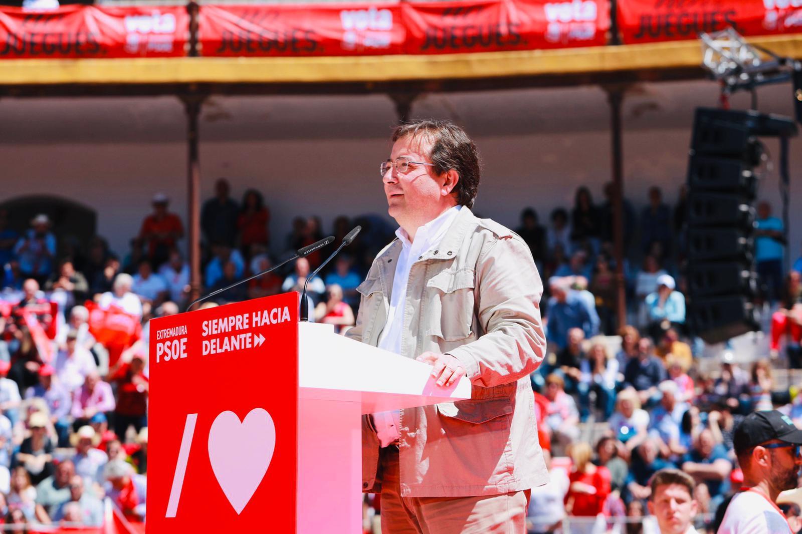 """Vara, PSOE: """"Los socialistas, la izquierda de Extremadura, de España y de nuestros pueblos, cuando va junta, es invencible"""""""