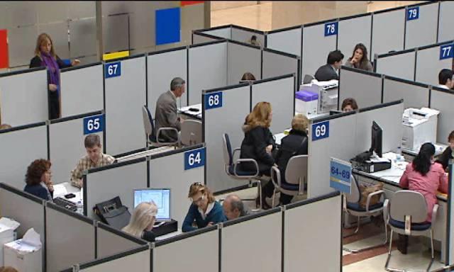 Los funcionarios reclaman la jornada de 35 horas para todas las administraciones