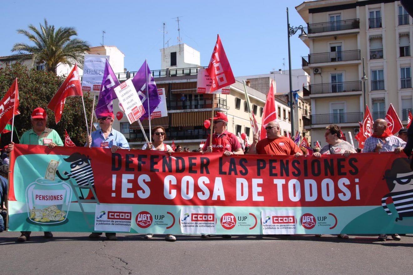 Unas 2.500 personas han participado en la manifestación del 1º de mayo en Mérida