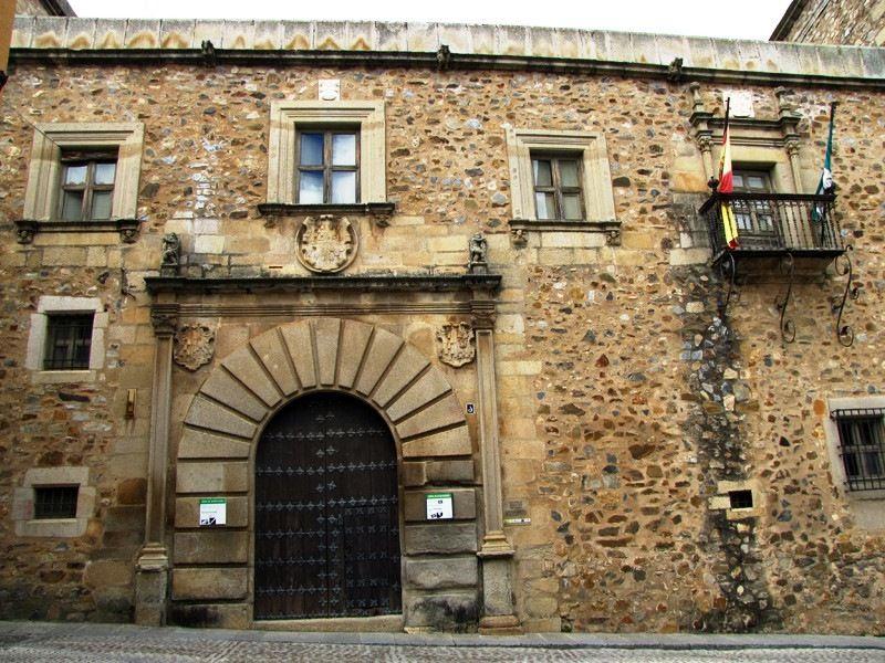Extremadura Avante prestará apoyo financiero para que se instale un hotel de cinco estrellas en el Palacio de Godoy de Cáceres