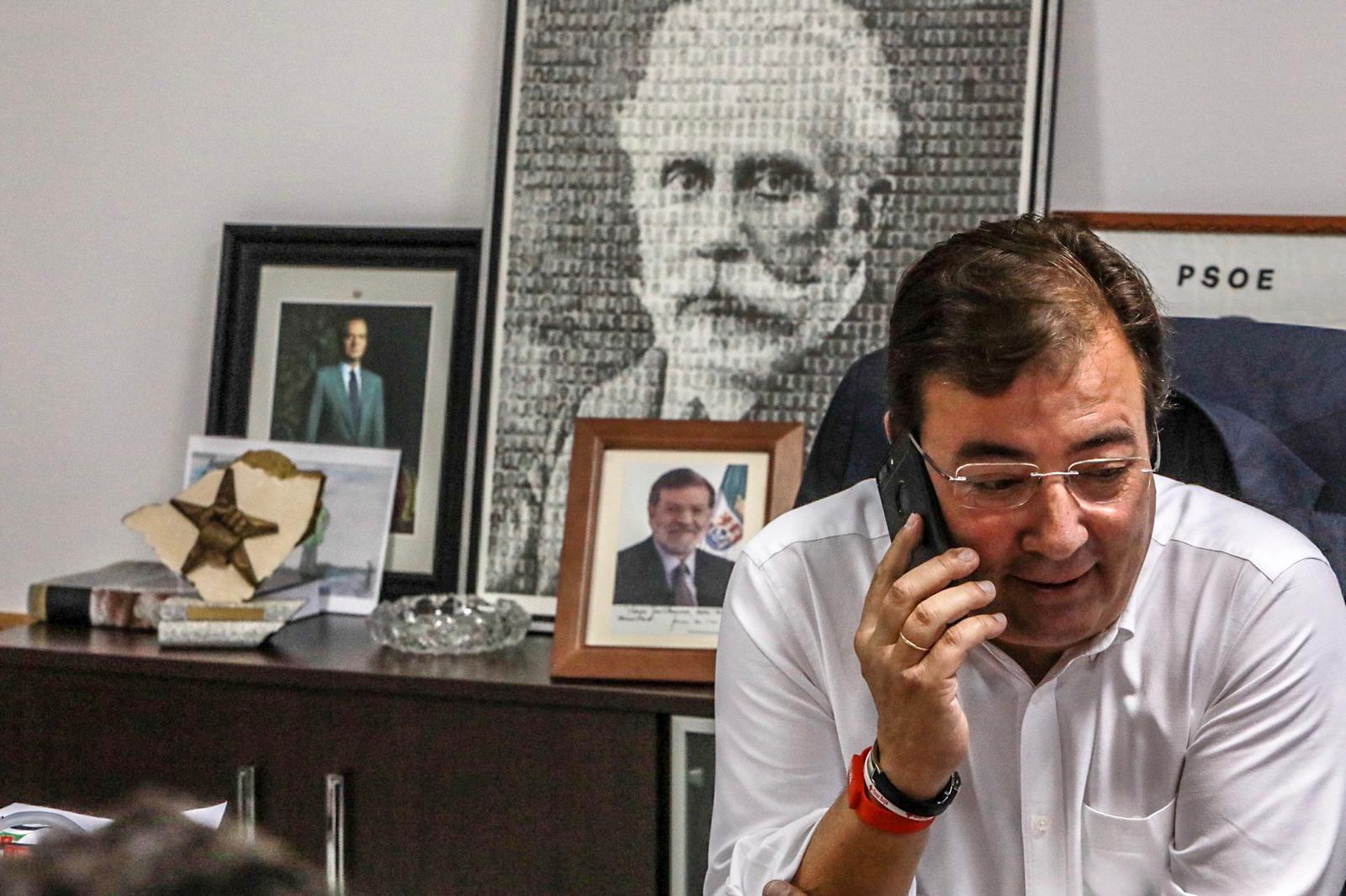El PSOE explica vía telefónica su propuesta de futuro para Extremadura