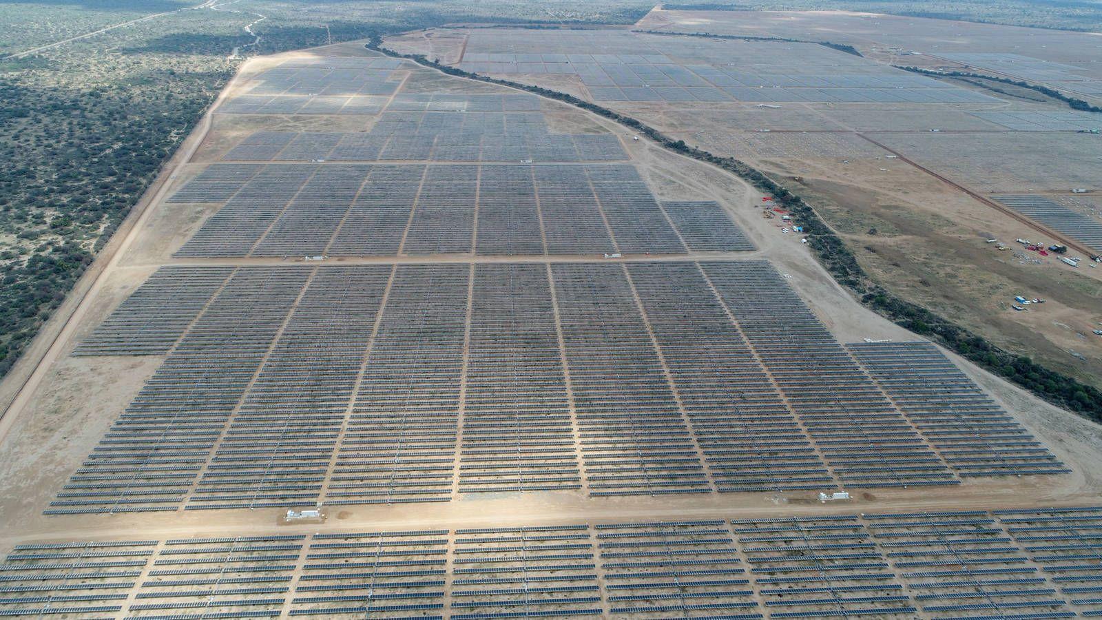 Iberdrola invertirá 300 millones de euros para construir en Cáceres la planta solar fotovoltaica más grande de Europa