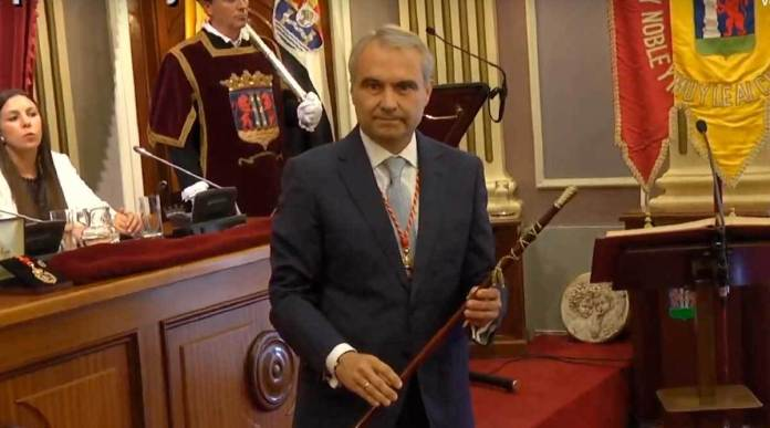 Francisco Javier Fragoso repite como alcalde de Badajoz con el apoyo de Ciudadanos y VOX