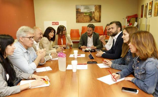 Ciudadanos presenta al PSOE sus 25 medidas para la gobernabilidad de Cáceres que asume pero con Luis Salaya como alcalde