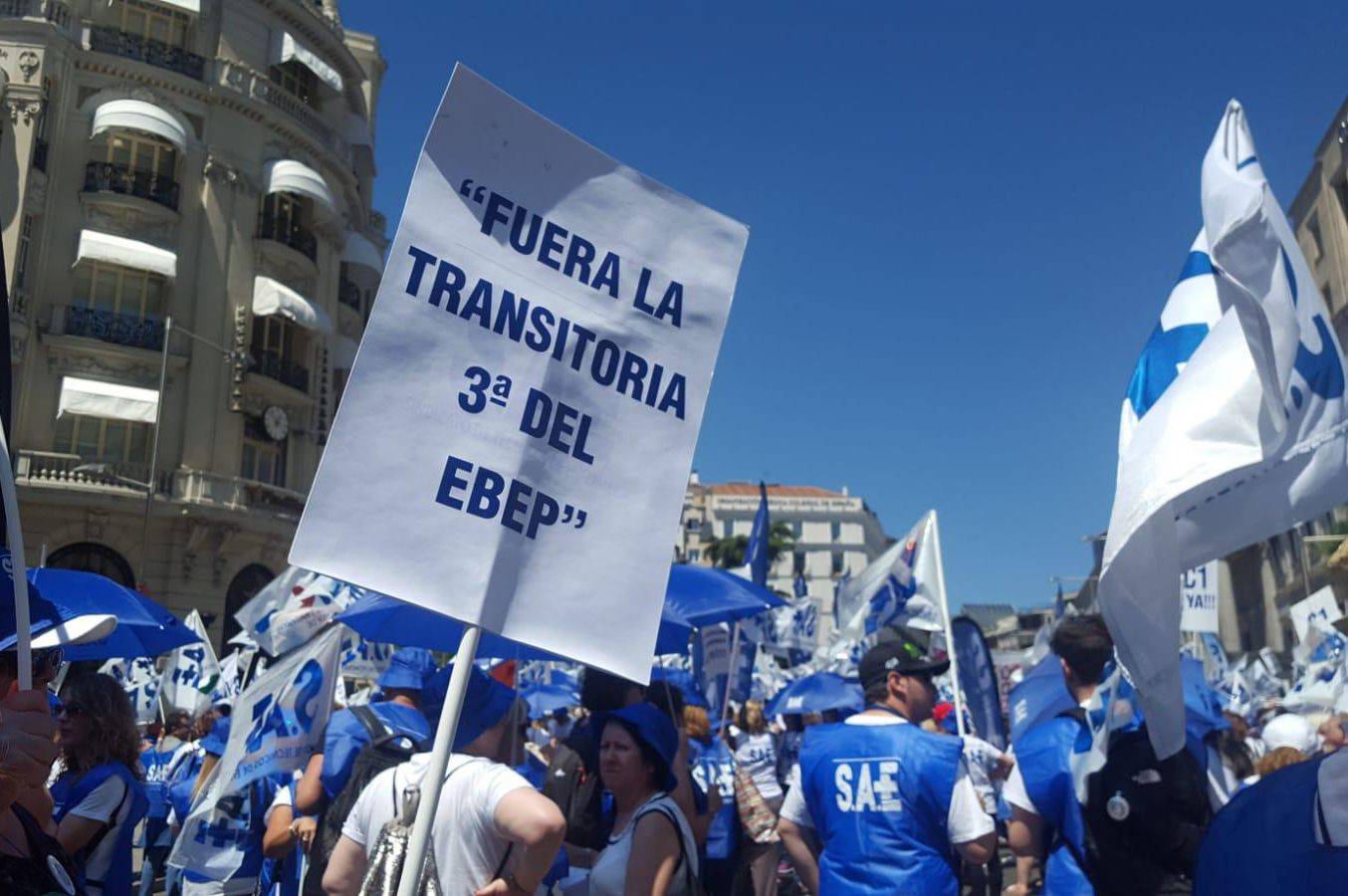 Cerca de 100 profesionales Técnicos extremeños secundan la concentración a nivel estatal en las puertas del Congreso de los Diputados