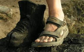 El cuidado previo de los pies, clave para evitar lesiones en senderismo