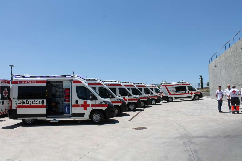 Cruz Roja recibe 6 ambulancias y una UCI móvil financiadas por Junta y diputaciones extremeñas