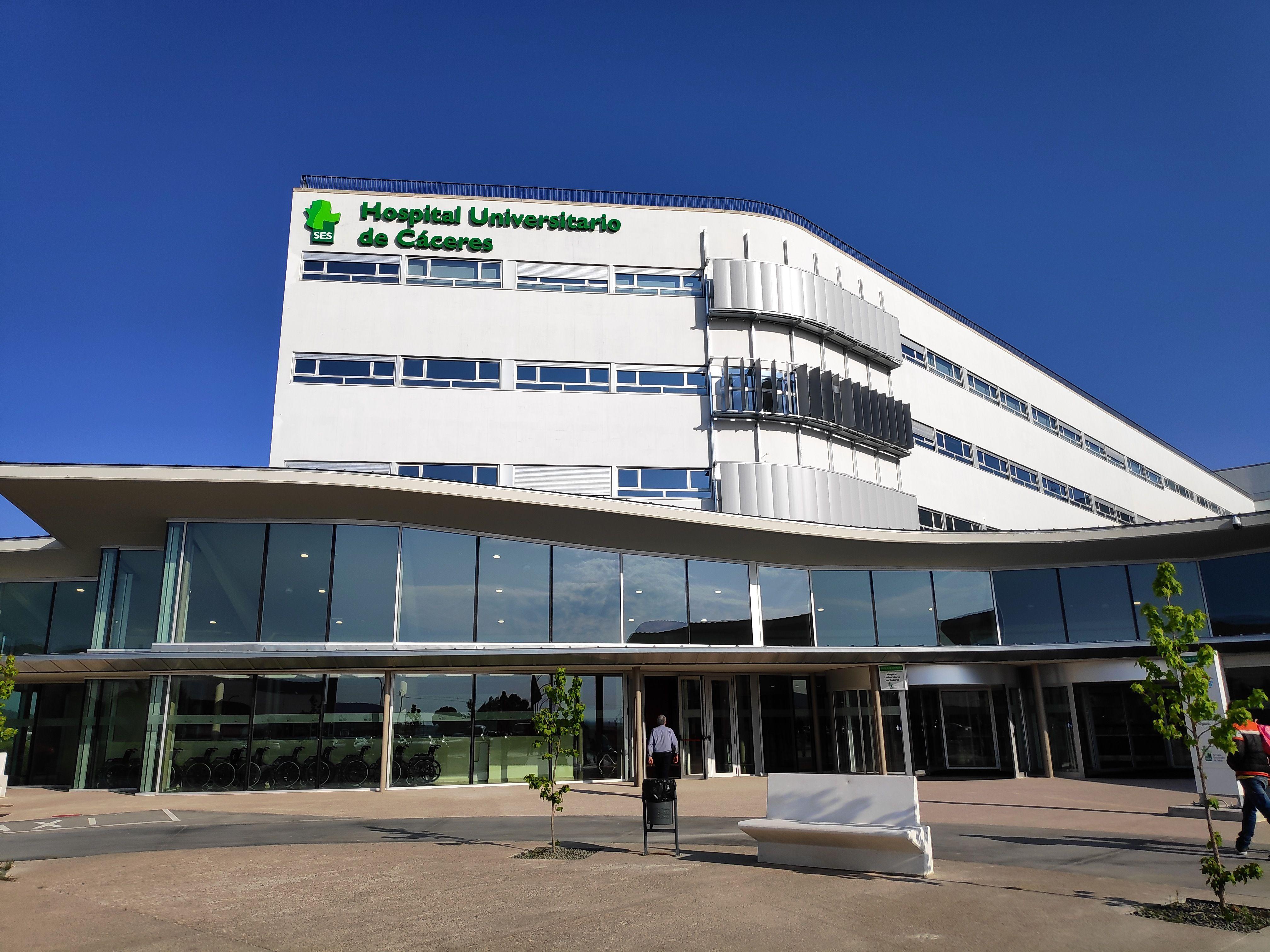 Un médico jubilado cacereño hablará en el parlamento europeo sobre el Hospital Universitario de Cáceres
