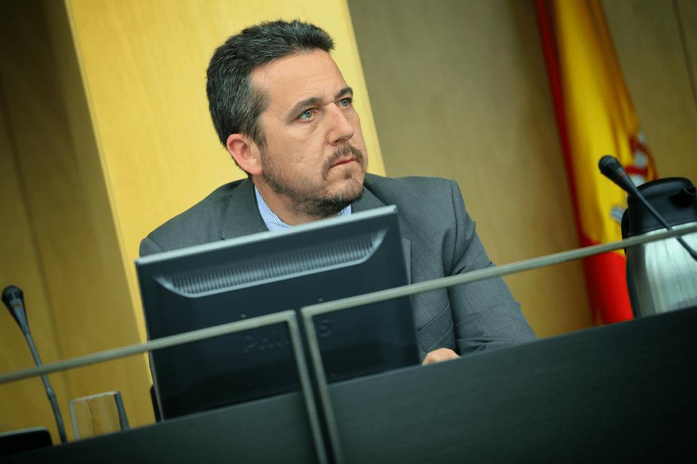 Píriz, PP, pide en el Congreso medidas que alivien las largas listas de espera de la ITV en Badajoz