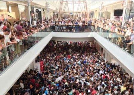 3.000 personas acudieron a la apertura de la primera tienda de AliExpress en España