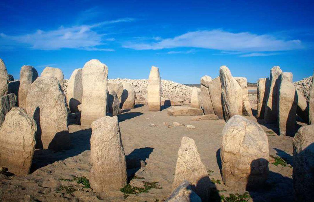 """El dolmen de Guadalperal sale a la luz """"gracias"""" a la falta de agua en el embalse de Valdecañas"""
