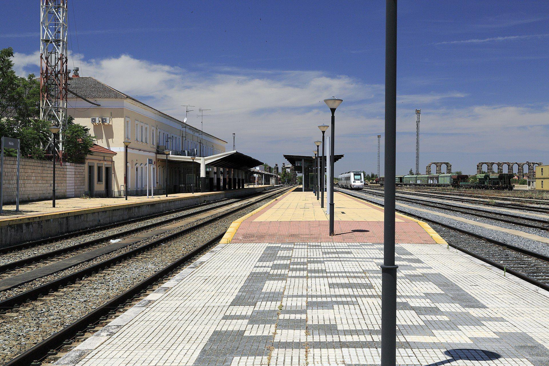El PP pregunta en el Congreso al Gobierno por los recortes de trayectos, frecuencias y horarios de los servicios ferroviarios de Renfe en Extremadura
