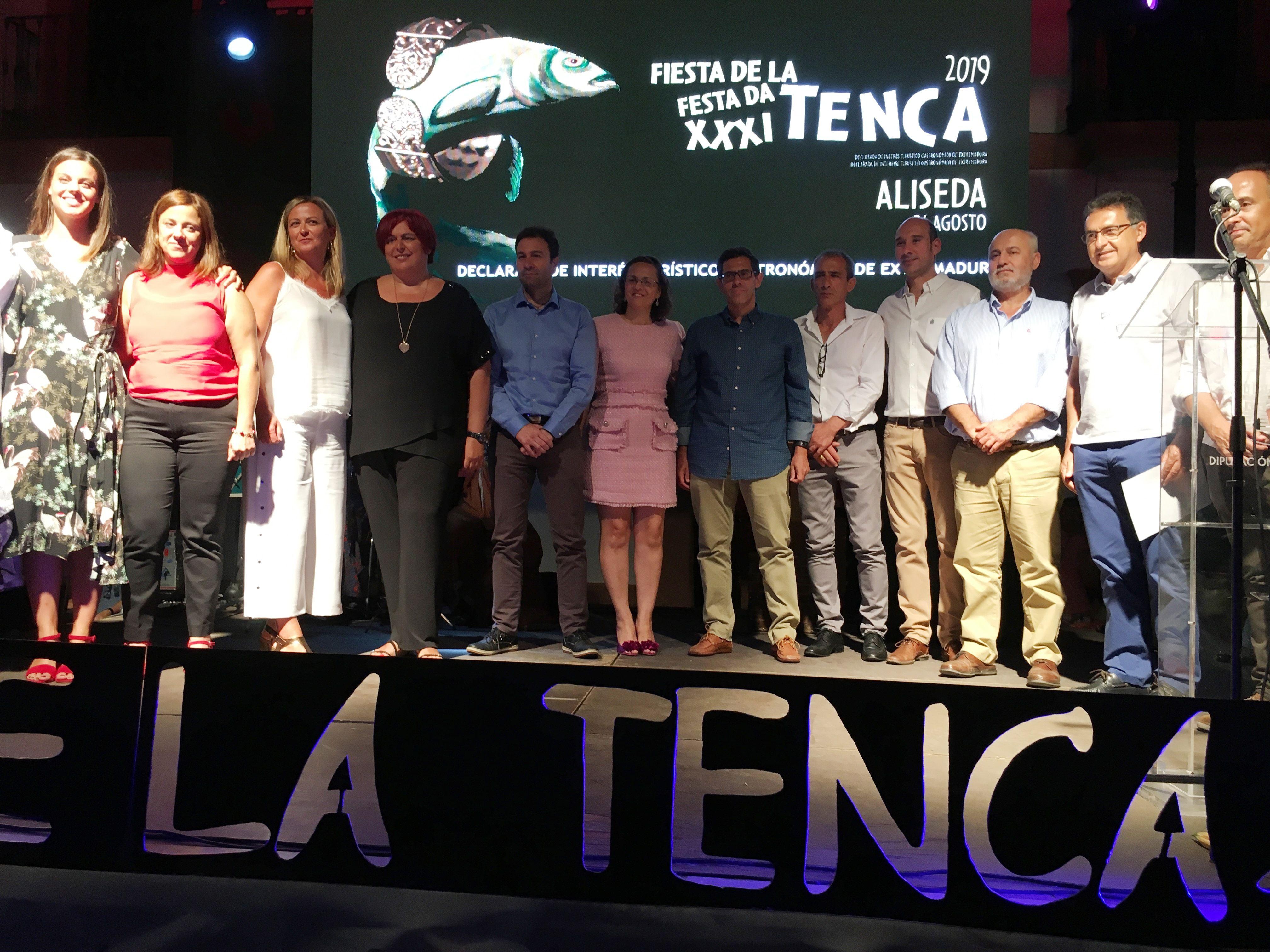 La actriz Clara Alvarado y el equipo de la UEX PRETAGU recogen, en Aliseda, las Tencas de Oro