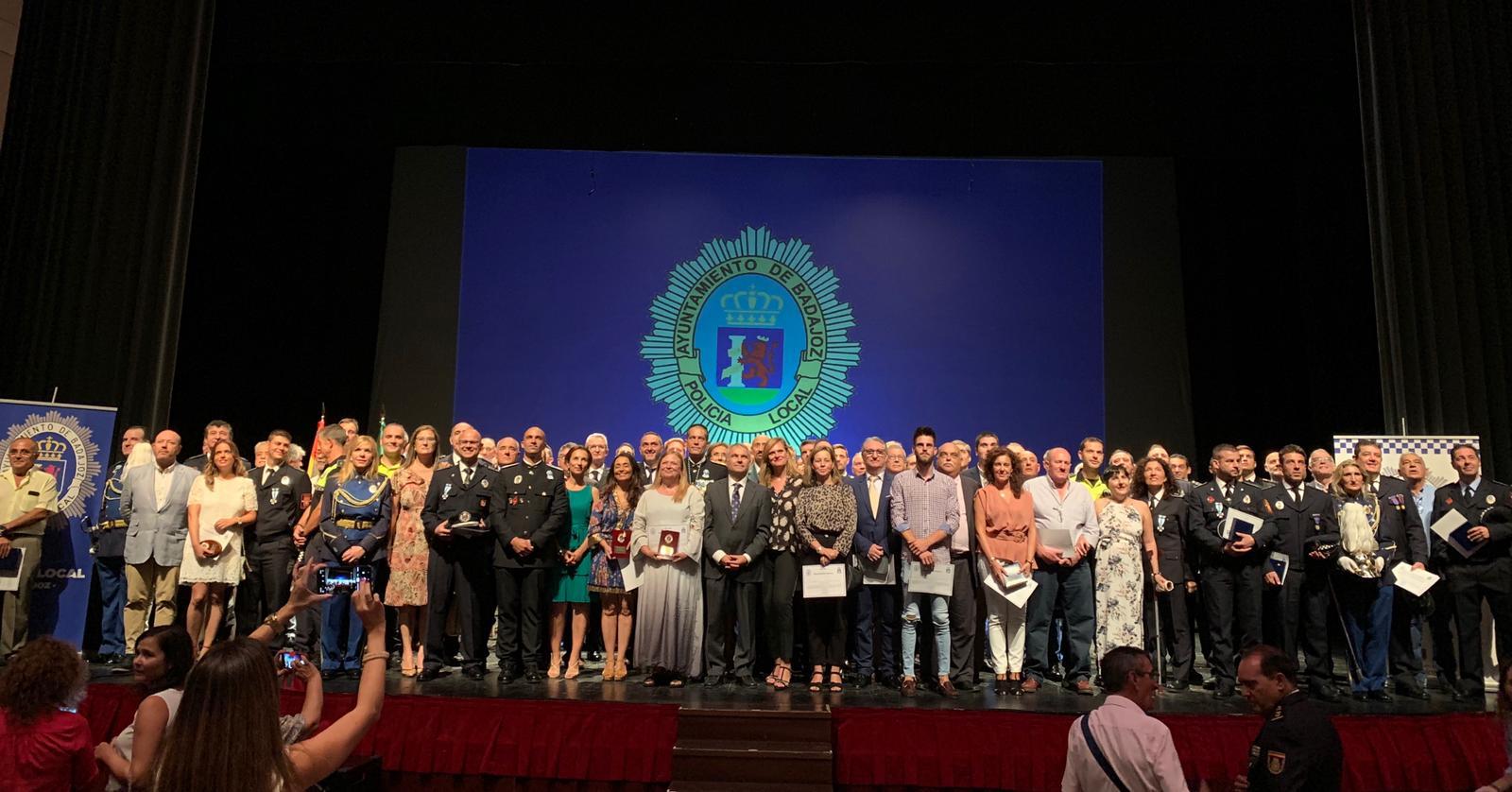 La delegada del Gobierno destaca el trabajo de la Policía Local con motivo de la celebración de su patrona, la Virgen de la Soledad