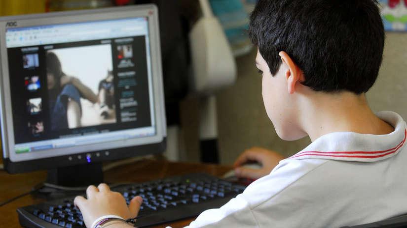 Tres de cada cuatro adolescentes consumen contenidos sexuales por internet