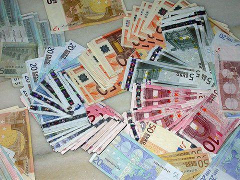 Hay 1.210 extremeños ricos que suman 2.214 millones de euros