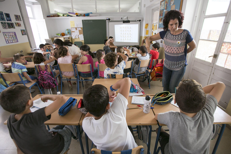 Menos del 1 % de las escuelas de primaria usa la lengua de signos con los niños sordos