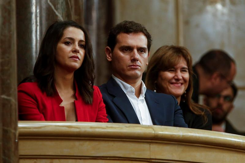Hundimiento de Ciudadanos hasta los 20 escaños, según encuestas de ABC y El Mundo