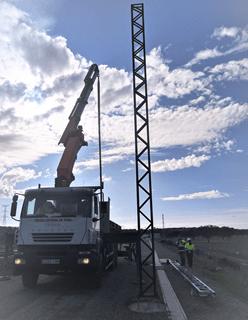 Se inicia el izado de los postes de catenaria para la electrificación de la LAV Madrid- Extremadura
