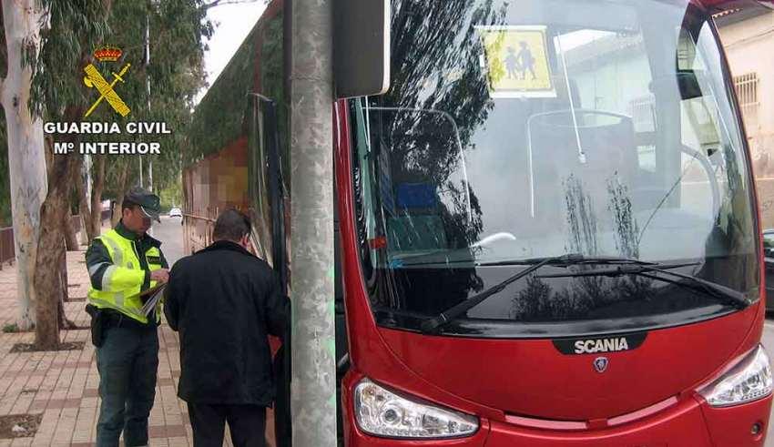 El conductor de un autobús escolar con 22 alumnos ha dado positivo en un control de alcoholemia de Talavera la Real