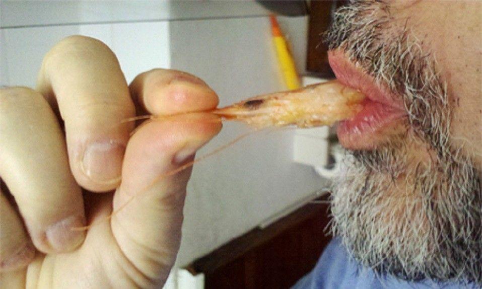 Alerta de Sanidad ante el peligro de chupar la cabeza del marisco por la exposición al cadmio