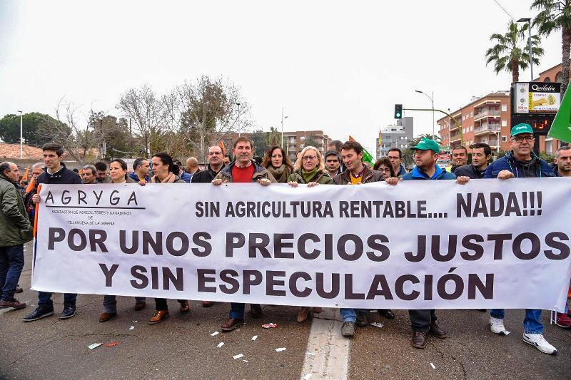 Relación de carreteras cortadas al tráfico con motivo de las movilizaciones convocadas por las organizaciones agrarias este martes 18 de febrero