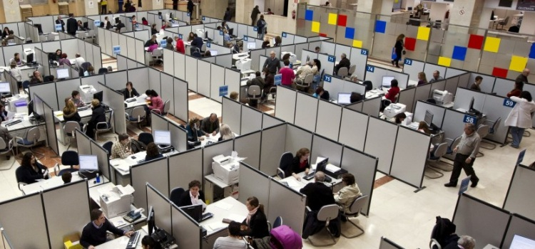 La Junta no asume la subida salarial del 2 por ciento para los empleados públicos debido a la crisis del coronavirus
