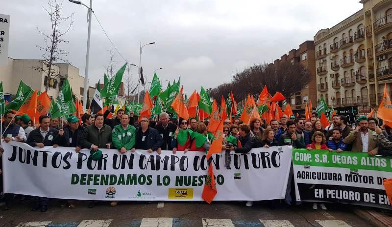 Los responsables agrarios de la manifestación en D. Benito consideran un éxito la respuesta del campo ante una situación que califican de insostenible