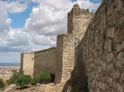Se derrumba parte de la muralla de Trujillo por filtraciones de agua