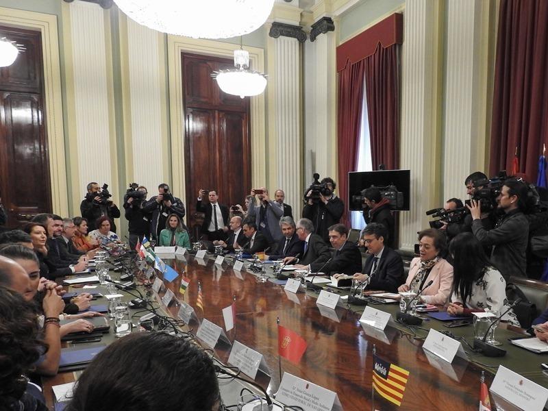 Extremadura se suma al ministro Planas, que recaba apoyo de las autonomías para atajar la crisis del sector agrario