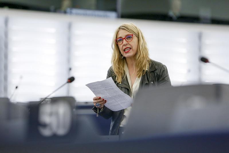 Mª Eugenia R. Palop, en el pleno del Parlamento.