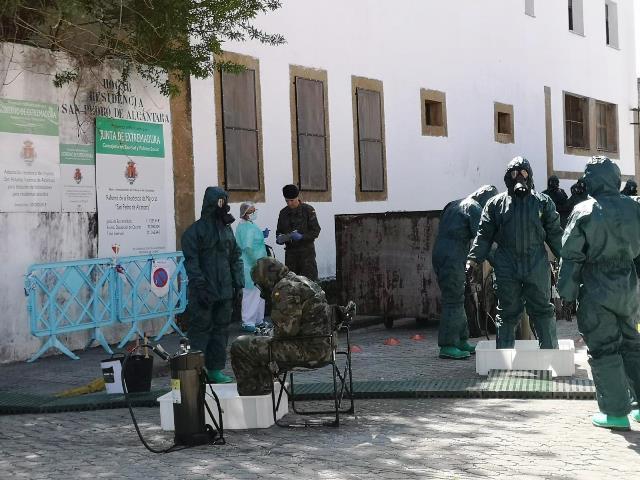 """El Ejército despliega 100 efectivos pertenecientes a la Brigada """"Extremadura"""" XI, repartidos en 25 vehículos"""