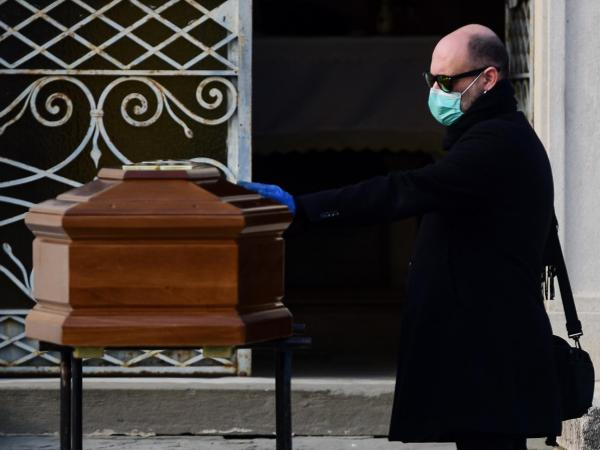 Asistencia religiosa en el enterramiento o despedida para la cremación